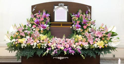 一般的な葬儀を小規模で行う小さな家族葬というプランです 上越市 上越 妙高市 妙高 お葬式 葬式 葬儀 東條會館 東條会館 東條造花店 家族葬 法要 法事 セレモニー お別れ さよなら